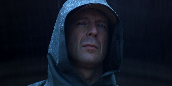 UNBREAKABLE' (2000) CLASSIC MOVIE REVIEW – Undoubtedly Shyamalan's Best  Film – Everything Movie Reviews